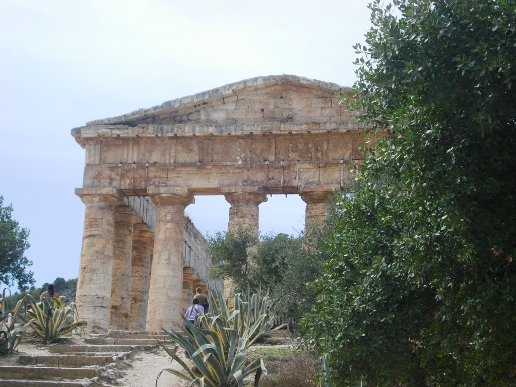 greek temple segesta sicily