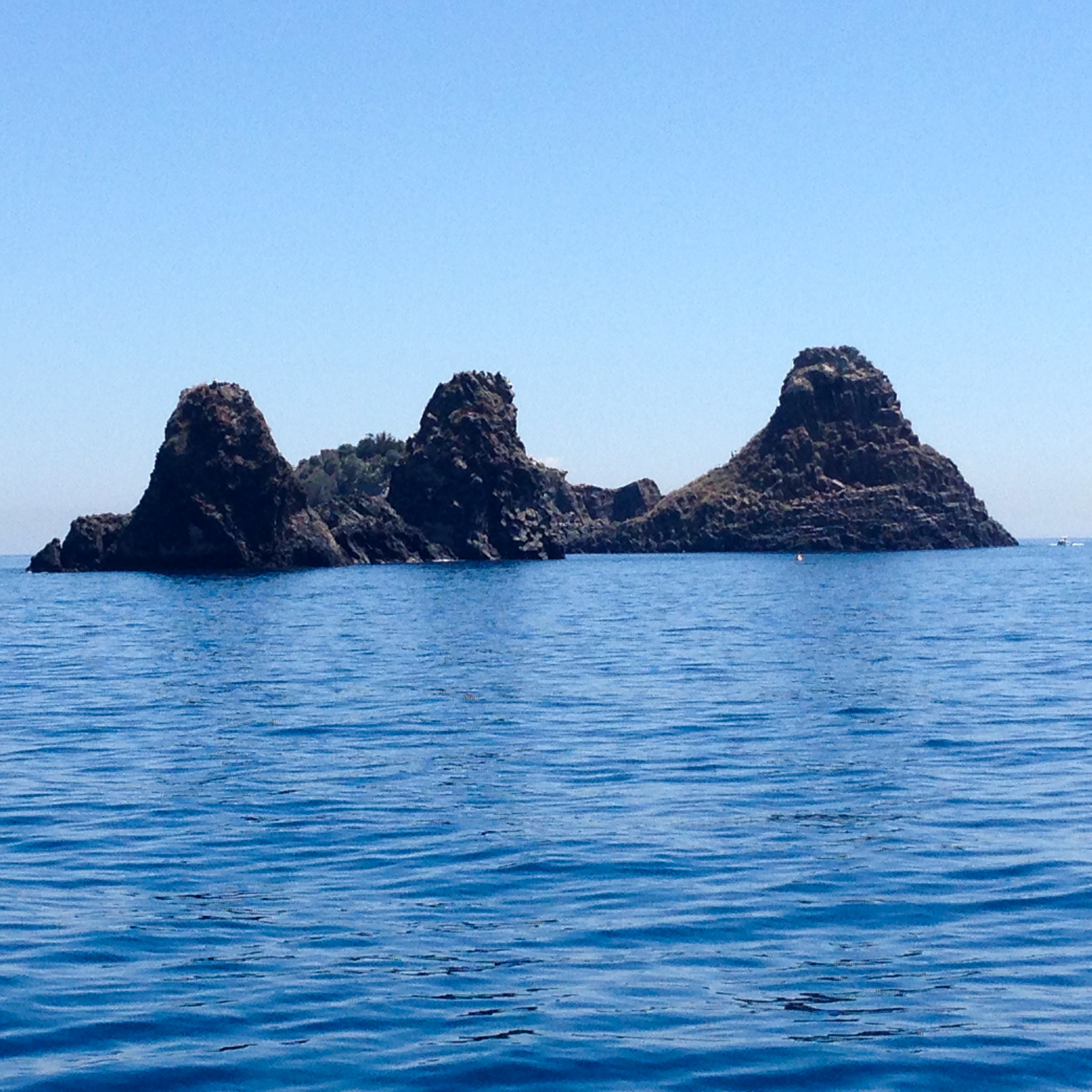 Catania day trip: sailing to Aci Trezza in search of the cyclops