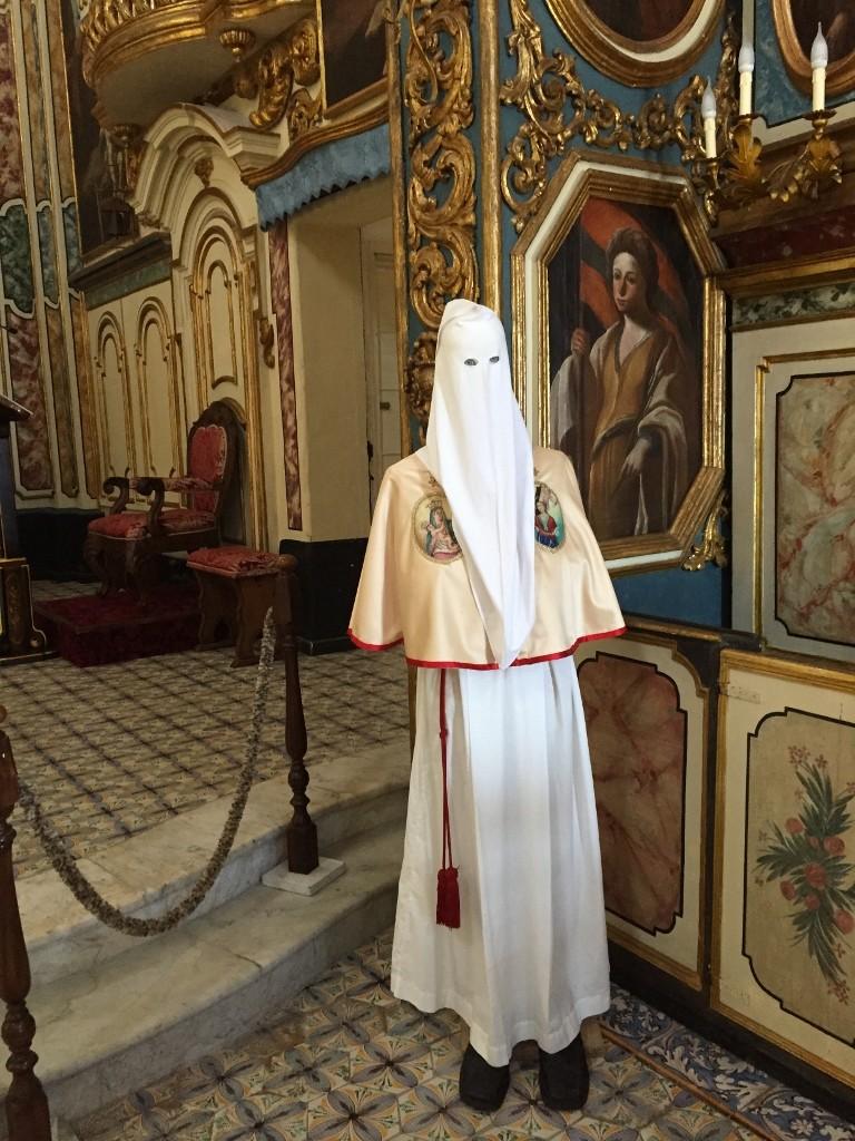 confraternita costume , Puglia