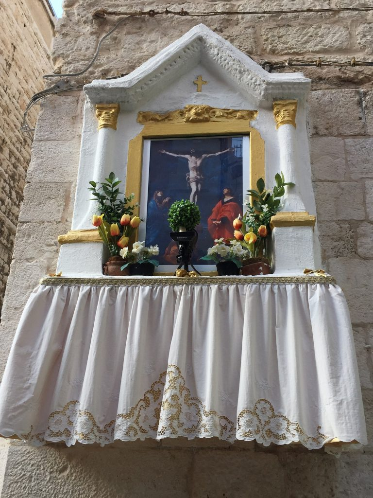 street shrine Bari Vecchia