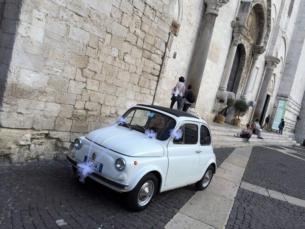 wedding fiat 500, Basilica di Santa Nicola, Bari Vecchia
