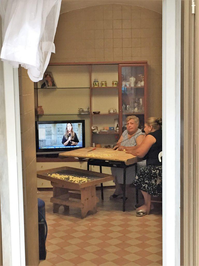 Nonne making orecchiette, Bari Vecchia